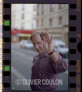 Septembre 1997, Michel Delpech viens d'arriver au Casino de Paris où il se produira le soir même. Il s'apprête à rejoindre sa famille installée dans la brasserie la plus proche. Il fait beau en ce samedi après-midi. C'est sans doute pour cela que nous n'étions que deux à l'attendre. Humain et bienveillant, il était de ces hommes qui prennent le temps de vous serrer la main et vous regardait droit dans les yeux quand il vous parlait.